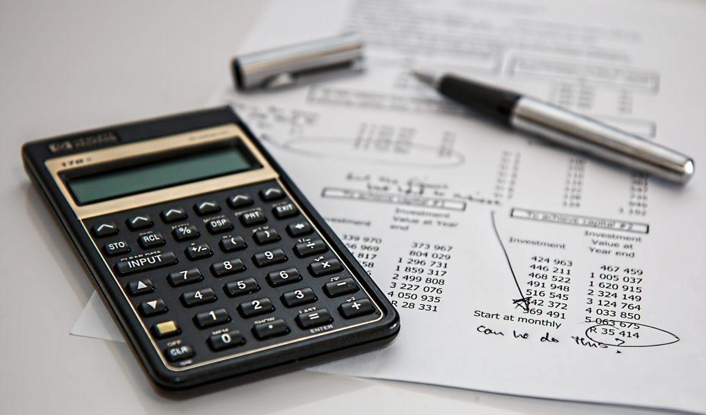 節約のための計算中のイメージ画像