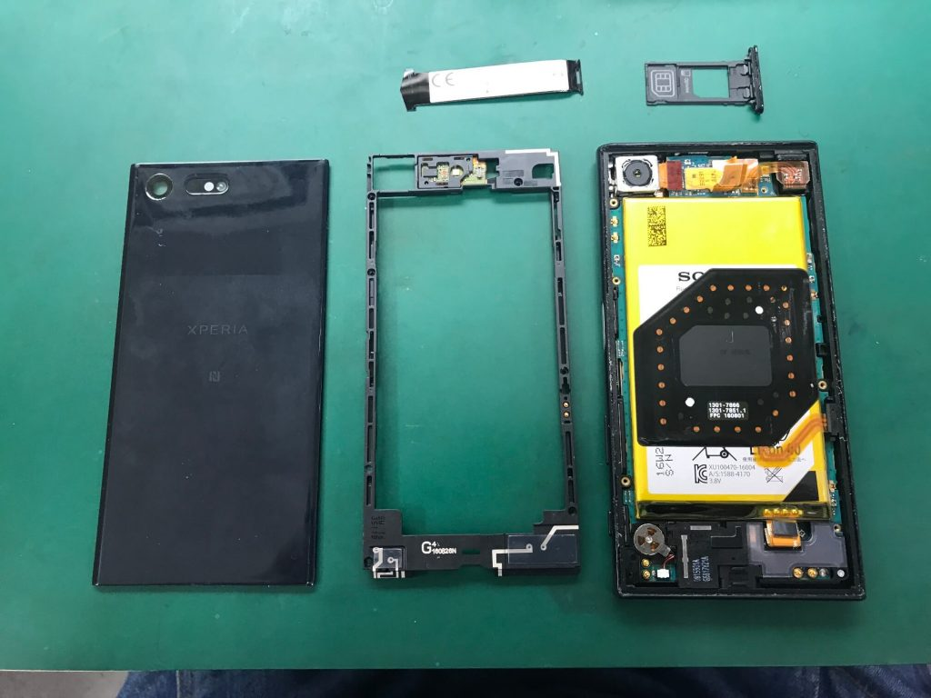 Xperia X compactの液晶、フレーム、筐体