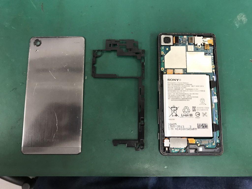 Xperia X Performanceの背面パネルの剥離