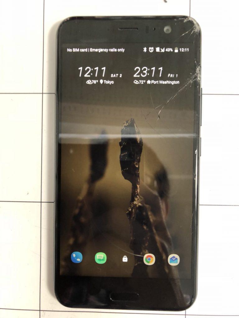 HTC U11画面割れ修理①